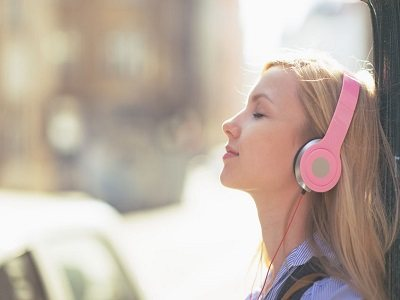 music alters visual perception